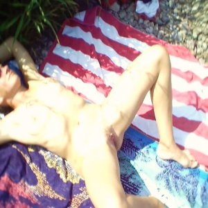 Nourhen petite call girl in Oak Ridge